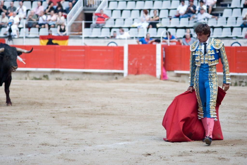 Un momento cruciale durante la corrida a Barcellona