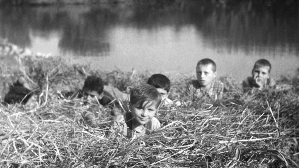 """Un fotogramma di """"I bambini ci guardano"""" di Vittorio De Sica (1943)"""