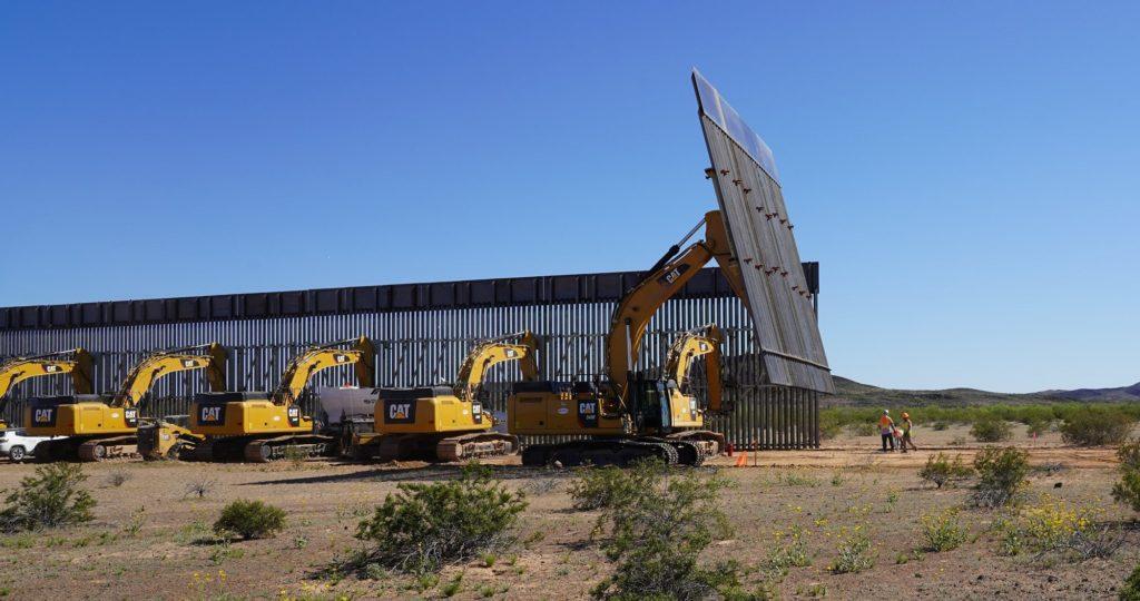 Costruzione del muro a San Bernardino in Arizona